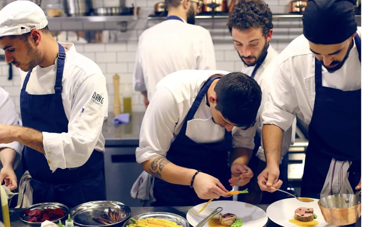 סקוליארד תלמידים מבשלים